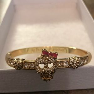NWOT•Betsey Johnson Sugar Skull hinged bangle